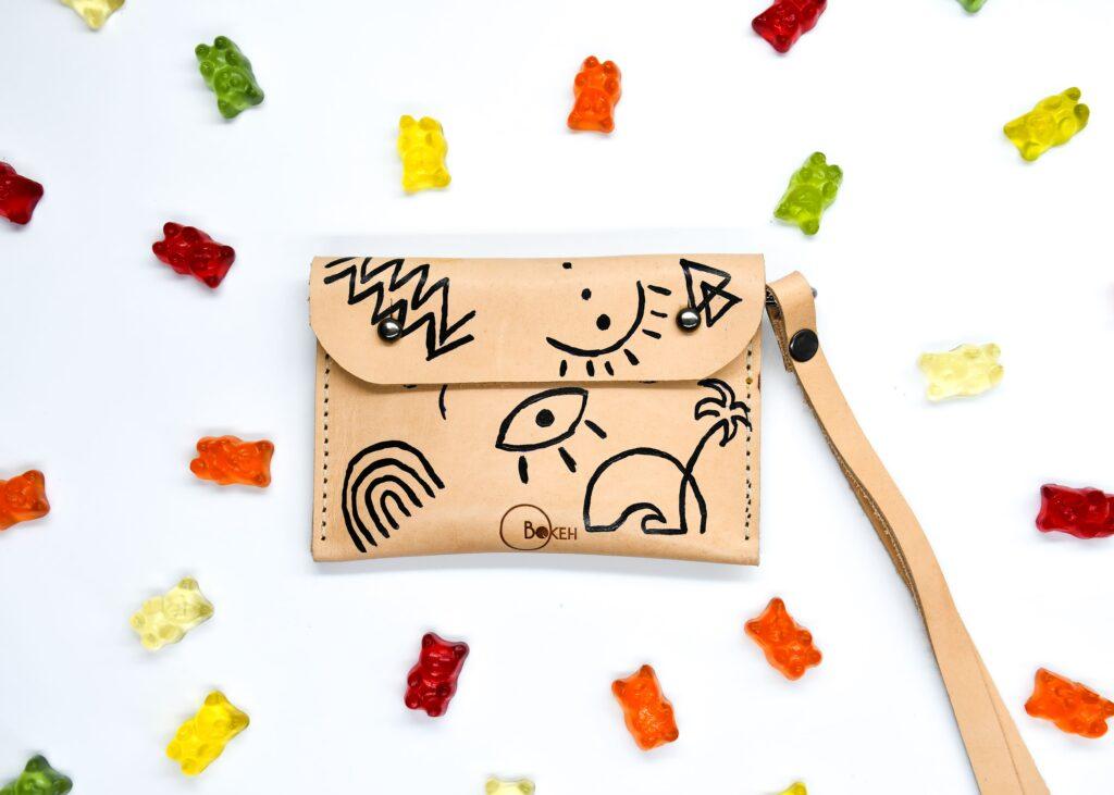 shapes-line art neck wallet 1